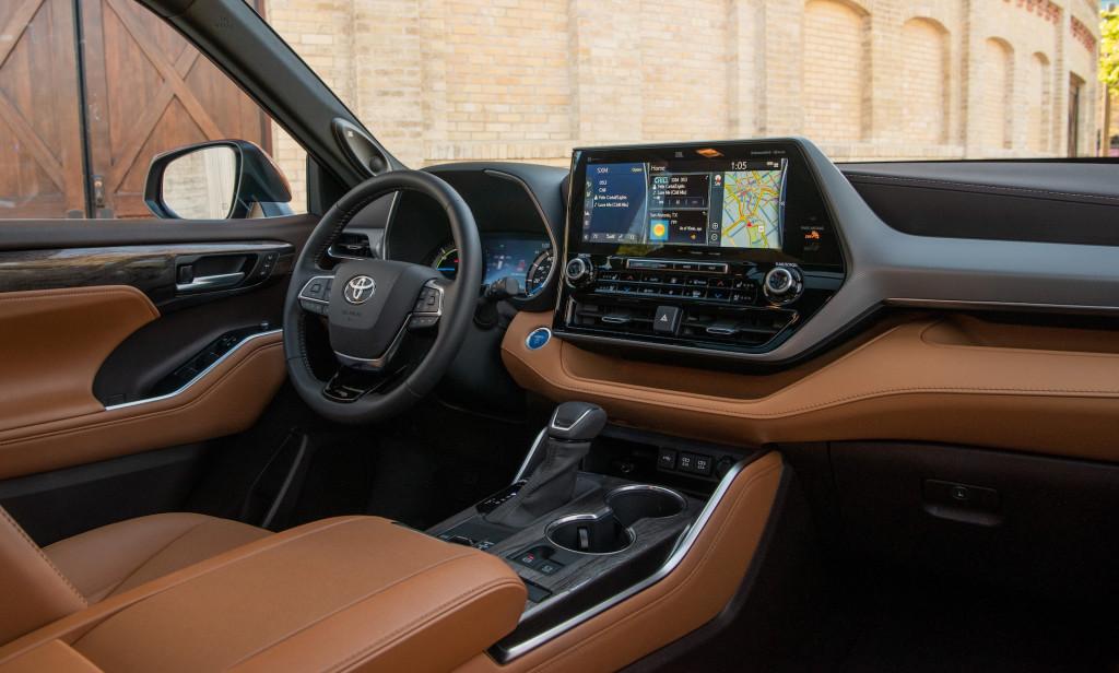 Toyota Highlander Hybrid 2021 interni plancia