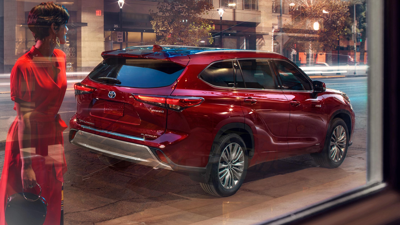 Toyota Highlander Hybrid 2021 Rosso da dietro
