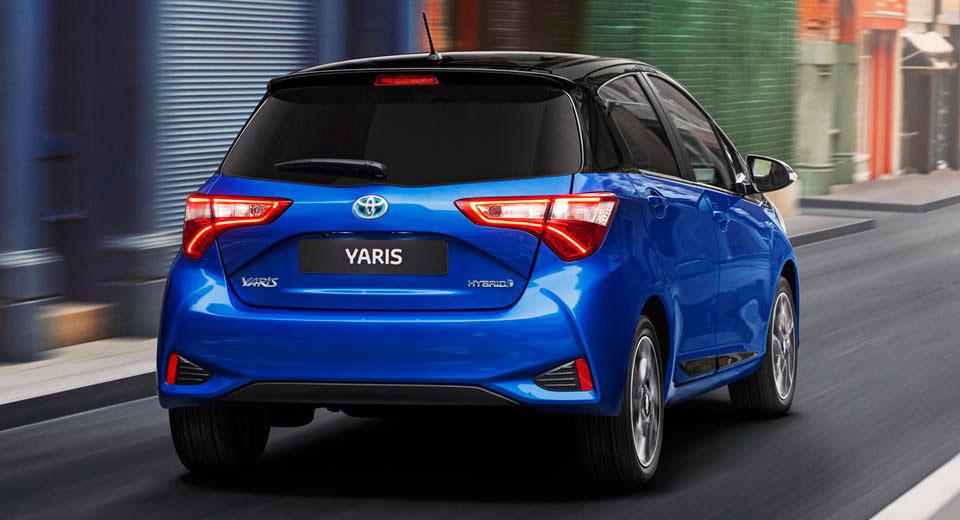 Foto della Toyota Yaris Hybrid 2018 Blue edition da dietro