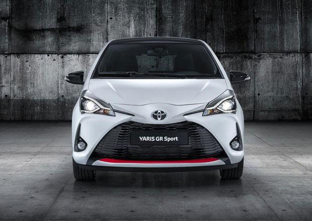 Foto di fronte della Toyota Yaris GR-S