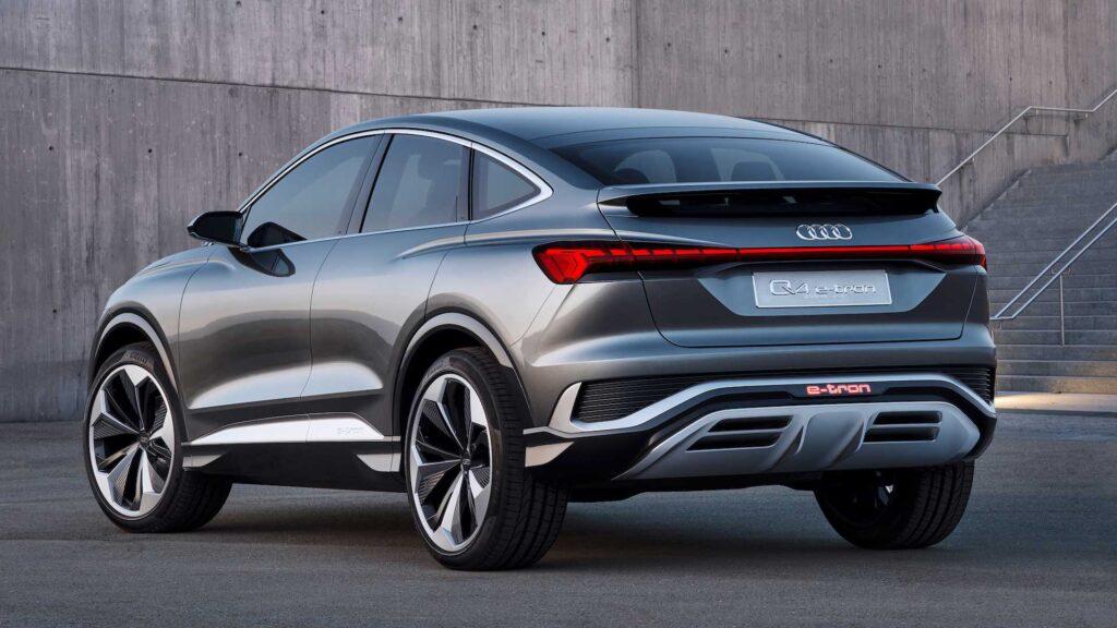 Nuova Audi Q4 E-Tron 2021 da dietro